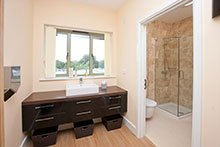 Luxurious changing facilities for physiotherapy patients.